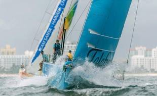 Le leader espagnol du classement général de la Volvo Ocean Race, Telefonica, a pris jeudi la tête dans la 7e étape Miami (Etats-Unis) - Lisbonne, les six voiliers ayant mis du nord dans leur route pour éviter une vaste zone sans vent au milieu de l'Atlantique.