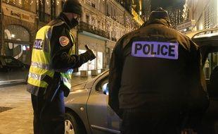 Soirée du Nouvel An avec des contrôles de la police nationale sur le respect du couvre-feu.