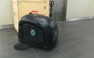 Il s'agit du premier robot nettoyeur entièrement autonome.