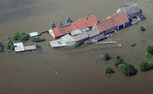Les inondations qui ont frappé ces derniers jours l'Allemagne, l'Autriche et l'Europe de l'Est devraient se traduire pour l'assureur italien Generali par un impact net d'environ 100 millions d'euros, a-t-il indiqué mercredi.
