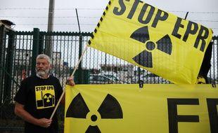 Vingt-quatre militants de Greenpeace ont manifesté ce mercredi devant le chantier de l'EPR de Flamanville.