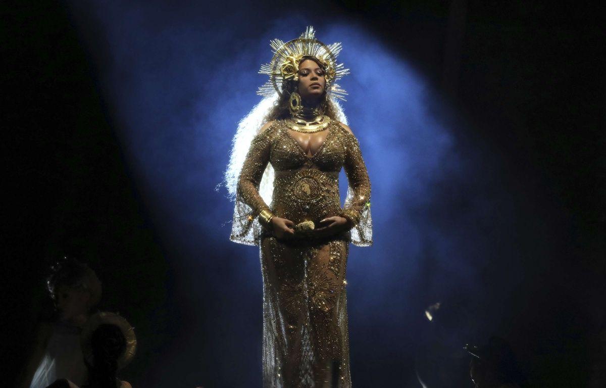Beyoncé lors de sa performance hors norme aux Grammys 2017, le 12 février 2016. – SIPA/Matt Sayles