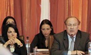 Le maire UMP, Jean-Pierre Bechter, remplace l'avionneur Serge Dassault.