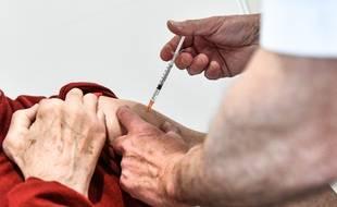 Une personne se fait vacciner au Covid-19 (illustration)