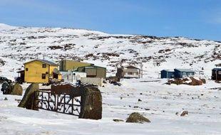 Le village inuit d'Iqaluit, dans le Grand Nord canadien, le 24 avril 2015