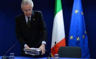 Le chef du gouvernement italien Mario Monti s'apprête, de l'avis unanime des commentateurs, à abandonner sa casquette de technocrate pour se lancer en politique en apportant un soutien direct à une vaste coalition de centristes, avec l'objectif de peser sur l'action du gouvernement qui sortira des urnes en février dont il pourrait de nouveau être le Premier ministre.