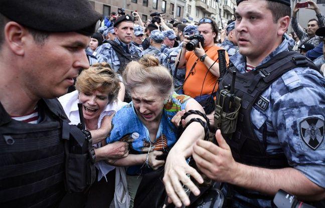 Russie: La marche en soutien au journaliste Ivan Golounov réprimée par la police à Moscou