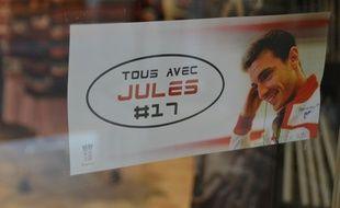 Une affiche collée sur la devanture d'une boutique à Brignoles, le 14 octobre 2014.