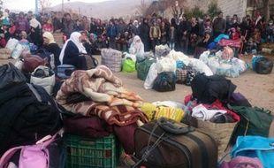 Des civils rassemblés le 11 janvier 2016 à Madaya en attente de l'arrivée de l'aide humanitaire