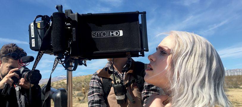 Billie Eilish à 15 ans sur le tournage du clip de sa chanson Bellyache