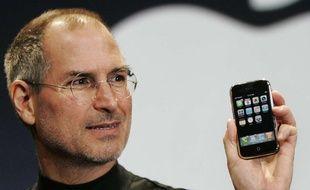 Steve Jobs présente le premier iPhone, le 9 janvier 2007, à San Francisco.