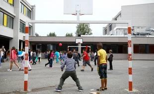 Toulouse,les élèves d'une école élémentaire lors de la récréation.