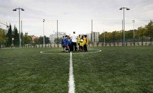 """De Saint-Cloud aux Lilas, de Boulogne à Saint-Denis, les clubs de banlieue parisienne voient depuis plusieurs années se métamorphoser et parfois diminuer la population de leurs """"écoles de foot"""" réservées au moins de 13 ans, plombées par la concurrence et les a priori vivaces des parents."""