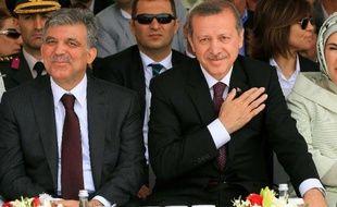 Le président turc Abdullah Gül a profité du scandale politico-financier qui fait tanguer le gouvernement pour faire entendre ses différences avec le Premier ministre Recep Tayyip Erdogan, au point d'apparaître comme un rival à huit mois de l'élection présidentielle.