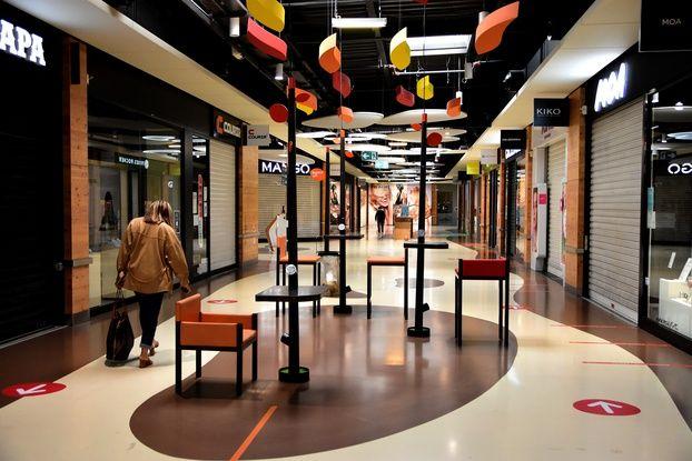 648x415 des boutiques fermees dans un centre commercial a salaise sur sanne le 2 avril 2021