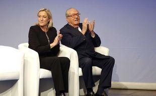 Marine Le Pen, présidente du Front national et Jean-Marie Le Pen, président d'honneur, le 29 novembre 2014 à Lyon.