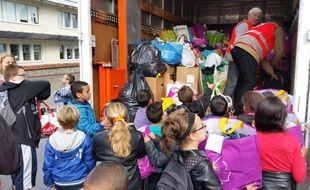 A l'initiative de l'école élémentaire Albert le Grand, une collecte de vêtements et de jouets a été lancée pour les réfugiés