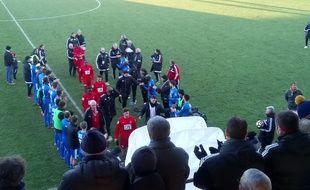 Les joueurs de Niort font une haie d'honneur à ceux de Blagnac, après leur succès en Coupe de France, le 7 janvier 2017.