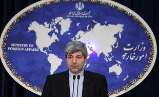 """L'Iran est prêt à discuter de son programme nucléaire avec les grandes puissances, tout en estimant qu'il n'y a pas de """"questions négociables"""" sur ce sujet, a déclaré mardi le porte-parole du ministère des Affaires étrangères Ramin Mehmanparast."""