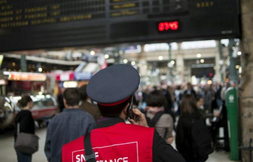 """Résultat de recherche d'images pour """"Images : Grève des guichetiers SNCF à Calais contre 4 suppressions de postes, avec la CGT 10% de grévistes selon la direction, mais depuis deux semaines, avec CGT, CFDT et UNSA,"""""""