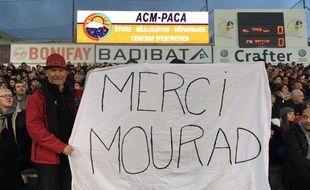 Des supporters du RCT brandissent une banderole en hommage à Mourad Boudjellal, ex président du club.