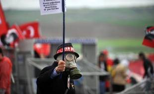 De violents incidents, qui ont fait au moins trois blessés, ont opposé lundi matin près d'Istanbul des milliers de manifestants aux forces de l'ordre et perturbé la reprise du procès controversé de près de 300 personnes accusées de complot contre le gouvernement turc, a constaté un photographe de l'AFP.
