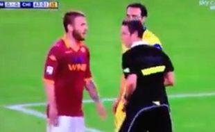 Capture d'écran de la simulation de Daniele De Rossi (en rouge) lors d'un match entre l'AS Roma et le Chievo Verone, le 7 mai 2013.