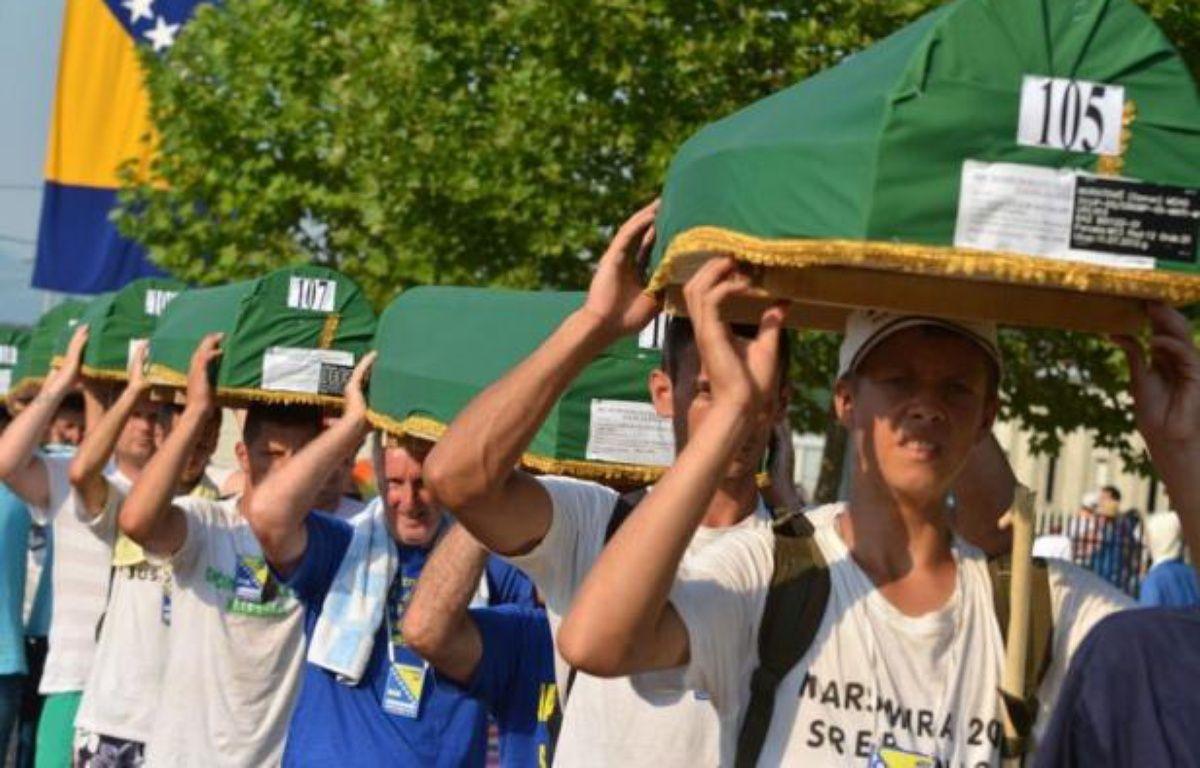 Quelque 7.000 marcheurs sont arrivés mardi au centre mémorial de Potocari, après avoir refait en sens inverse le chemin emprunté par les musulmans de Srebrenica (Bosnie orientale) à travers les forêts pour tenter de fuir le massacre perpétré par les forces serbes en 1995. – Elvis Barukcic afp.com