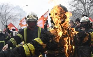 Des heurts ont émaillé la manifestation des pompiers