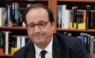 Signature du livre de Francois Hollande, Les lecons du pouvoir, en librarie par l ancien president de la republique francaise en pesonne, le 28 Juin 2018, Alencon, France.