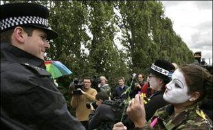 La police britannique est en alerte dimanche à l'aéroport d'Heathrow, le plus fréquenté au monde, pour une journée d'action de quelque 2.000 militants écologistes contre l'impact du transport aérien sur le climat, qui a débuté à la mi-journée.