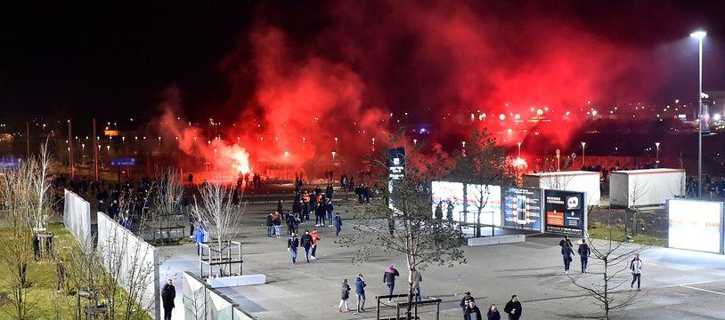 Des affrontements ont éclaté jeudi avant OL-CSKA Moscou entre  des supporters et les forces de l'ordre. ROMAIN LAFABREGUE