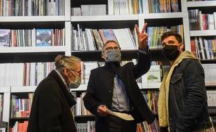 La librairie Bulle, au Mans, conteste la fermeture de son commerce pendant le reconfinement.