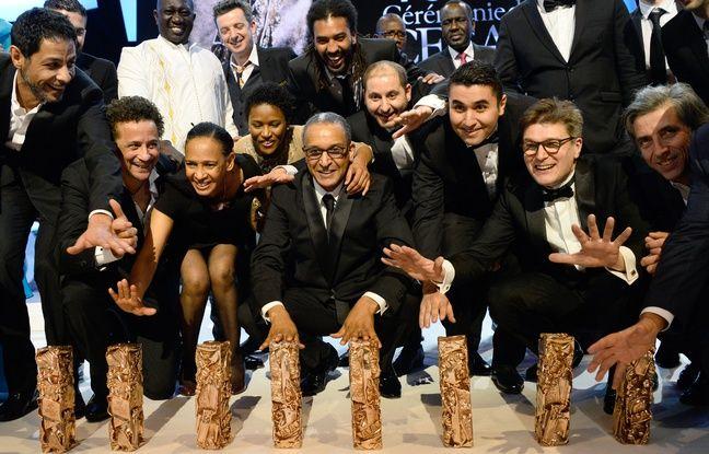 Abderrhmane Sissako et l'équipe du film «Timbuktu» qui a remporté sept trophées aux César, le 20 février 2015.