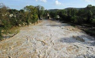 La rivière Alzon en crue, à Collias, dans le Gard, le 10 octobre 2014