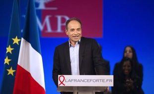 """Le secrétaire général de l'UMP, Jean-François Copé, a estimé jeudi que le projet de François Hollande était """"intenable"""" en raison de son coût et qu'il était susceptible d'""""emmener la France dans la situation de la Grèce""""."""