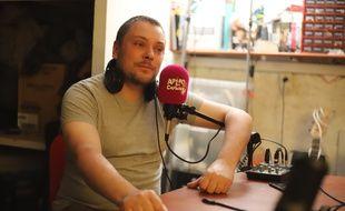 Siegfried Thouvenot est l'un des quatres hôtes du podcast l'Apéro du captain. Son pseudo, Captain web.