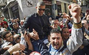 Le journaliste Khaled Drareni  lors d'une manifestation à Alger en mars 2020.