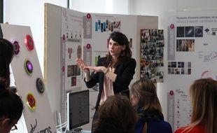 Iris Roussel a installé un mur interactif dans une salle d'attente du CHU.