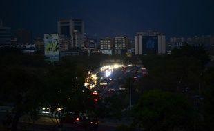 Caracas plongée dans le noir du fait d'une panne d'électricité sans précédent, le 8 mars 2019.
