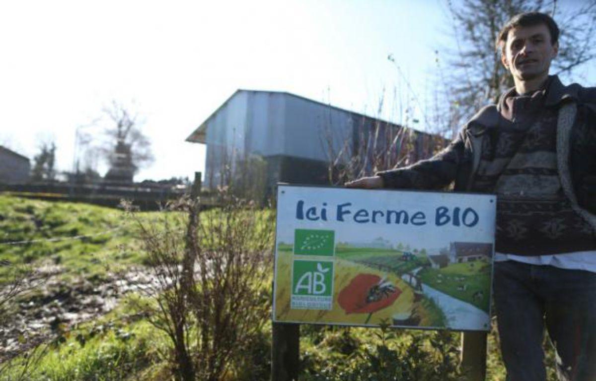 François Hamel, producteur de lait bio à Bernières-le-Patry en Normandie, le 19 février 2016 – CHARLY TRIBALLEAU AFP