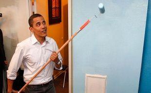 Barack Obama a mis la main à la pâte en visite dans un centre d'hébergement d'urgence pour adolescents, Washington, le 19 janvier 2009.