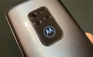 Le Motorola One Zoom est équipé de quatre modules photo à l'arrière.