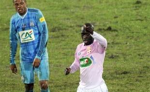 Le milieu de terrain d'Evian Yannick Sagbo célèbre son but lors de l'élimination de l'Olympique de Marseille, le 9 janvier 2011.