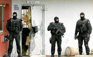 La porte d'entrée de la prison de Sequedin après l'évasion de Redoine Faid.