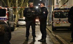 Des policiers à Villeurbanne, le 7 février 2016