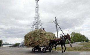 La tour de communication de la ville russe de Parizh, construite sur le modèle de la Tour Eiffel