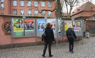 Panneaux électoraux pour les élections régionales en Alsace-Champagne-Ardenne-Lorraine à Strasbourg. (Illustration)