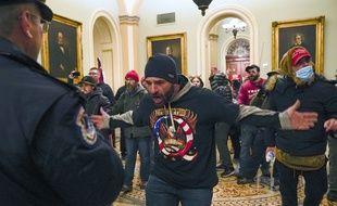 Le 6 janvier dernier, des militants pro-Trump, dont des sympathisants QAnon, ont envahi le Capitole pour s'opposer à l'élection de Joe Biden et soutenir le président sortant Donald Trump — Manuel Balce Ceneta/AP/SIPA