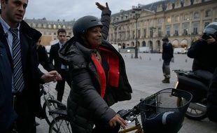 Christiane Taubira quitte le ministère de la Justice à vélo le 27 janvier 2016.